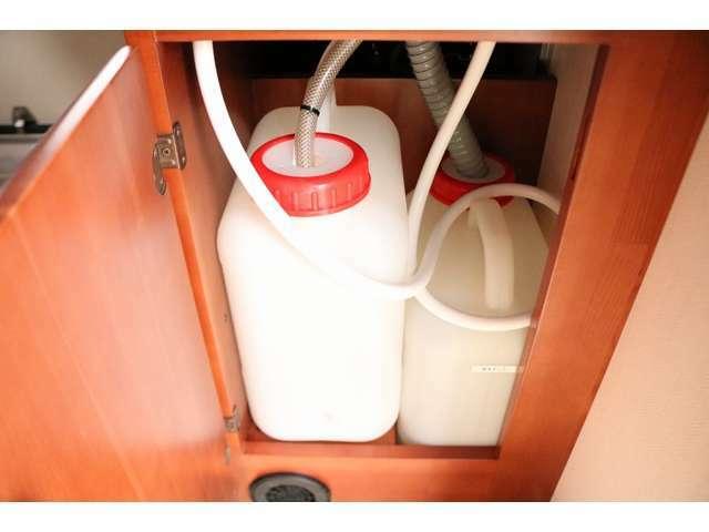 給排水タンク各13L☆出し入れがしやすくお手入れも簡単☆
