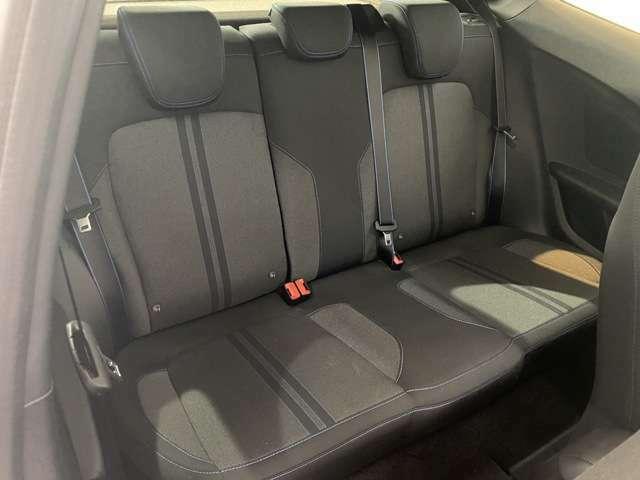 後部座席も座面が広く作られているので座りやすいです!