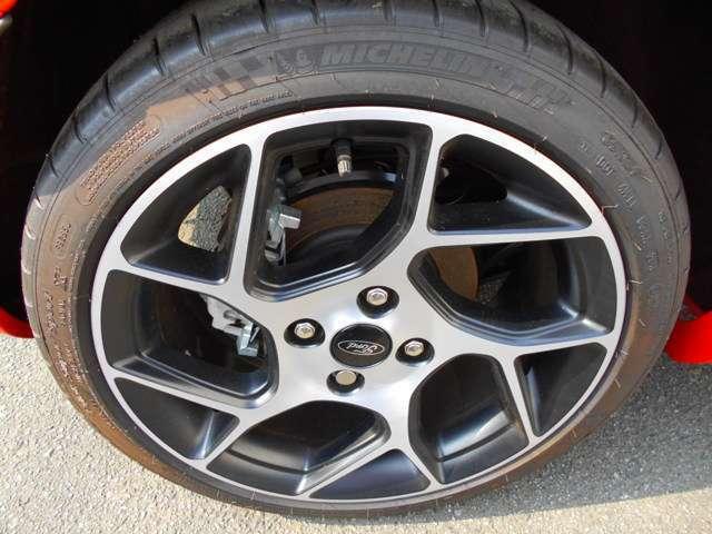 ST-2専用の純正17インチアルミホイール!タイヤはミシュランスーパースポーツを採用