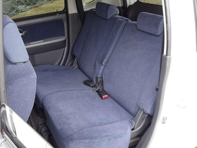 後部座席のシートも綺麗ですよ♪
