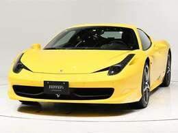 ボディカラーGiallo Modena(黄)にインテリアNero(黒)の組み合わせでございます。