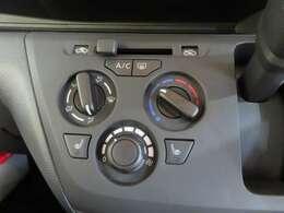 操作のし易いダイヤル式エアコン。またシートヒーター付きで寒さ対策も安心!