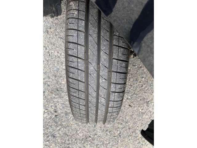 タイヤ残溝はこんな感じです♪