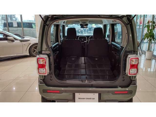 シートを倒せば車中泊もできそうなくらいに広くなります。