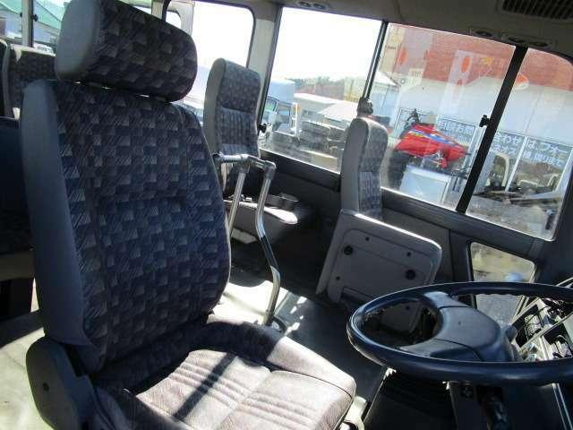 運転席!全シートも綺麗です!