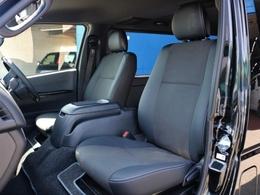 ダークプライムII特別仕様車専用装備のハーフレザーシートです。そのままハーフレザーシートを生かすのも、シートカバーを装着してお好みのシートにカスタマイズも可能です♪