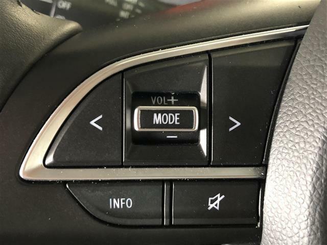 【ステアリングスイッチ 】手元のスイッチで音楽などの音量調整やチャンネル・モードの変更が可能。より快適なドライブをお楽しみいただけます!!
