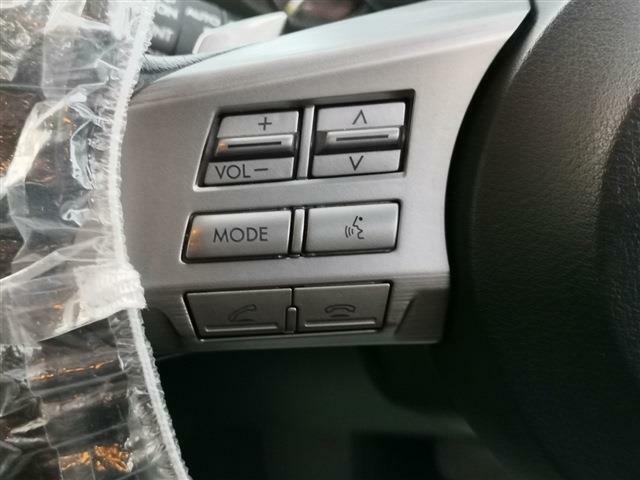 ハンズフリーフォン対応!運転中に着信した際、ボタンを押すことで通話が可能となっております!