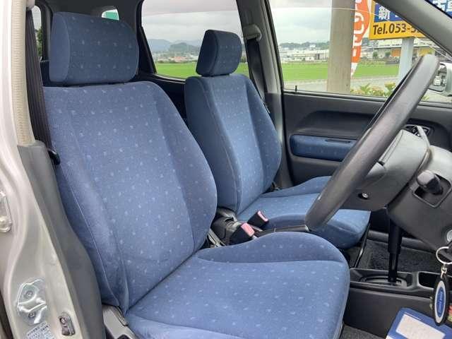 座席のシートはブルーにドット模様がついており可愛らしいですね♪
