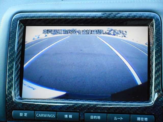 後方が見えにくい場所でも安心して駐車ができるバックビューモニター。エンジンをかけた状態でシフトレバーを「R」に入れると、リヤカメラによる車両後方の映像をモニターに映し出します。