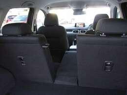 用途に応じて様々なアレンジが可能な、ラゲッジスペース。 特に、中央部分は単独で倒すことができます。後席に2人乗車時でも、長い荷物などがしっかり積めて便利です。