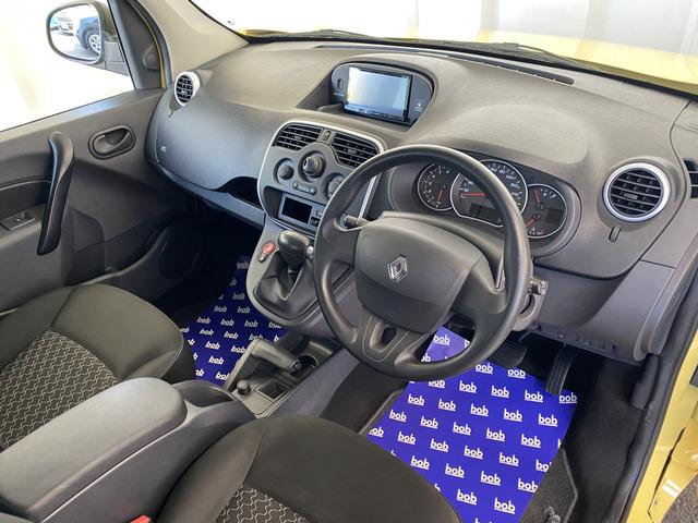 すっきりとしたシンプルな内装の造りは欧州車の魅力細部にまでこだわり抜かれたデザインが自慢ですので是非じっくりとご覧くださいませ。