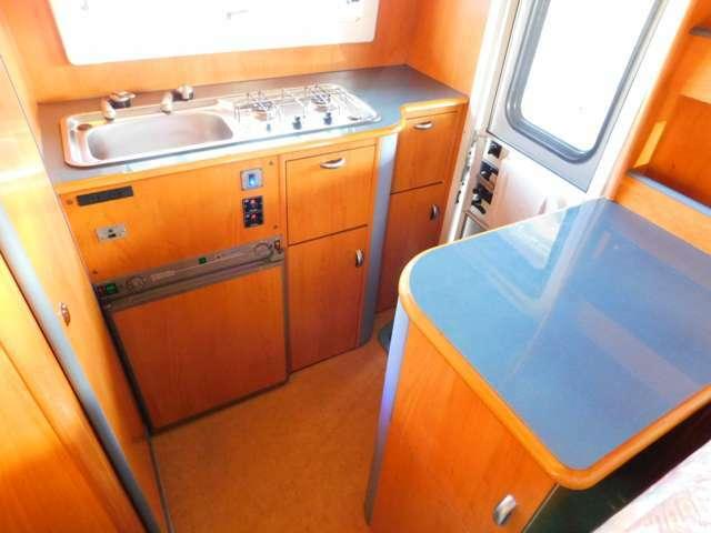 混合栓シンク 2口コンロ 3Way冷蔵庫 給排水タンク