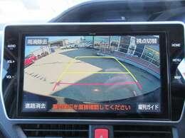 純正オプション10型SDナビ付き♪ 大画面のガイド線付バックカメラで駐車も安心ですね♪