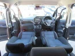 ブラックXネイビーカラーのインテリアになります♪ スタイリッシュなインテリアでカッコいい車内空間を演出してくれます♪