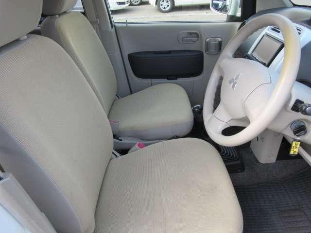 フロントシートの画像です。目立つヘタリや汚れはありません。リアシートもキレイですよ♪