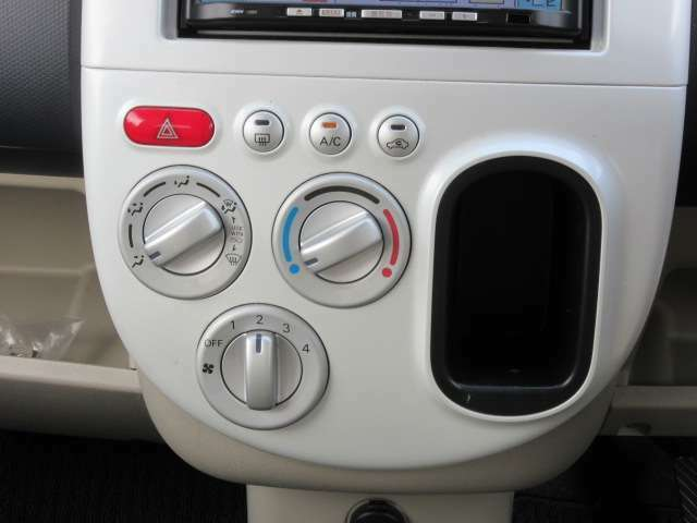 エアコンスイッチ類もキレイに使われています。