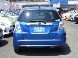 『全てのお客様に安心を』 自社整備工場にて厳しいチェックを通過した車両には点検記録簿と保証書を発行し、12か月または10000Kmの整備保証を付けさせていただきます。(一部車両を除く)