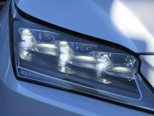 3眼LEDヘッドライト付き♪ とても明るくフロントビューが引き締まり、インパクトがあります♪