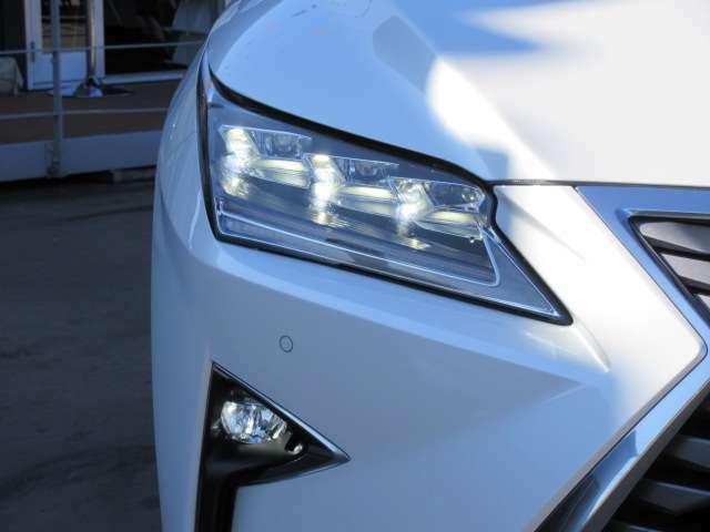 3眼LEDヘッドライト&LEDフォグランプ付き♪ 霧などの視界不良の時にフォグランプがあると安心して運転できます♪
