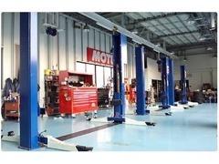 提携工場にて各メーカーのお車を整備致します。