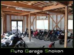 店内横にはバイクコーナーも併設しております!!是非、ご来店時はご観覧ください!!