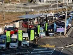 お買い得な軽自動車を中心に常時20台程度の在庫車を展示中です!
