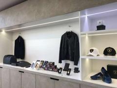 ウェアー・シューズ・トラベルグッズ・ビジネスグッズなど、ランボルギーニコレクションを多数揃え、販売しております。