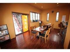 店内は広々とカフェのユッタリとした空間になっております!