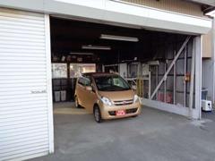 こちらの作業場で仕入れ車両のチェックや仕上げ作業を行っています。
