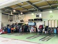 菱華石油サービス株式会社では、陸運局と同じように車検を通すことの出来る「自動車検査員」の資格を取得しています。