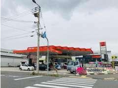 運輸局の指定工場、認証工場があり、車の販売や東京海上、損保ジャパン日本興亜の保険の代理店も行っております!