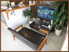 ソファーに座りテレビを見てお待ち頂けます!
