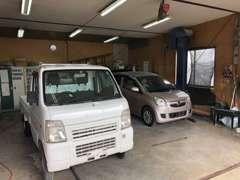 自社工場完備しております。鈑金・塗装・修理をメインに車検・一般整備も承ります。納車後のアフター整備もお任せください。
