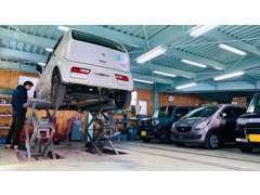 車検・整備・鈑金塗装も承っております。近畿運輸局の認証工場です(第11667号)