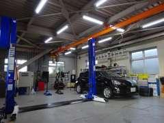 当店自慢の整備工場です!在庫車輛はもちろん、お客様の大切なお車もこちらで点検致します♪購入後のメンテナンスも承ります!!