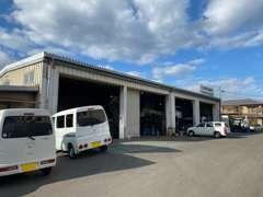運輸局の指定工場を併設しています。