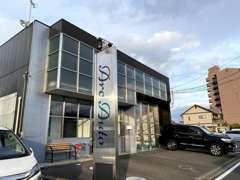 愛媛運輸支局近くに店舗が御座います。松山方面からですと運輸支局手前の信号を左折し150mほどです。