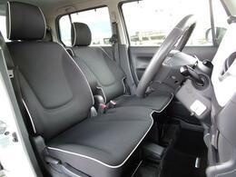 ベンチシートを採用しておりますので実際よりも広く感じることが出来るフロントシートになります!