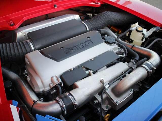 トヨタ製2ZZ-GEにルーツ式スーパーチャージャーを組み合わせたパワーユニットは255ps(カタログ値)!インタークーラー付スーパーチャージャーエンジン!車両重量780kgでこのパワー!