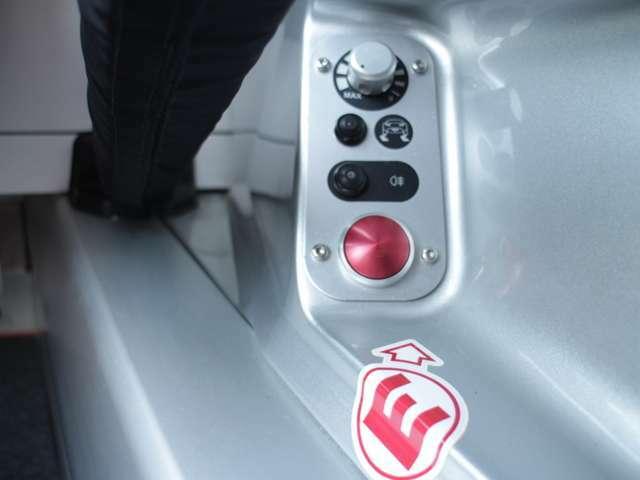 エンジンスタータースイッチ!リアフォグランプのスイッチとバリアブルトラクションコントロールのスイッチがあります!