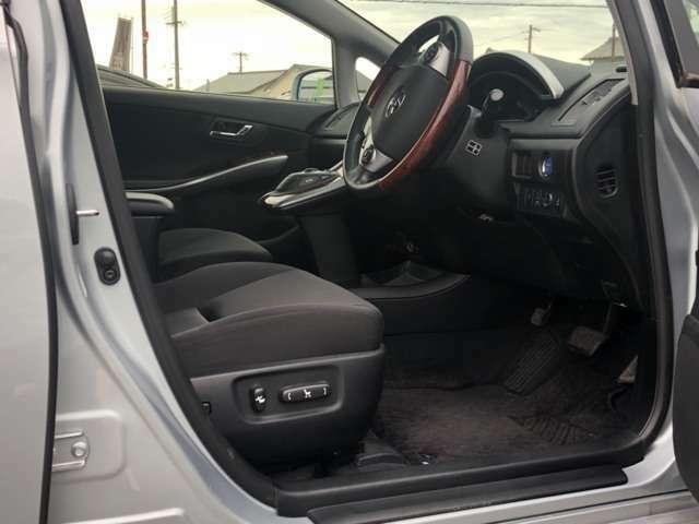 運転席側からの画像になります。前席両側パワーシート搭載!