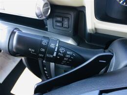 【パドルシフト】ステアリングを握りながらパドルを操作して、シフトチェンジするものです。AT車でもマニュアル感覚を楽しむことができます。