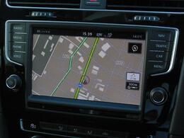 Volkswagen純正インフォテイメントシステムDiscover Pro搭載。8インチ大型フルカラータッチスクリーン。従来のナビシステムに加え、車両の各機能も総合的に管理するシステムです。