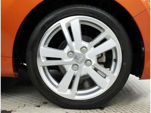 純正アルミホイール。タイヤサイズ165/50R16