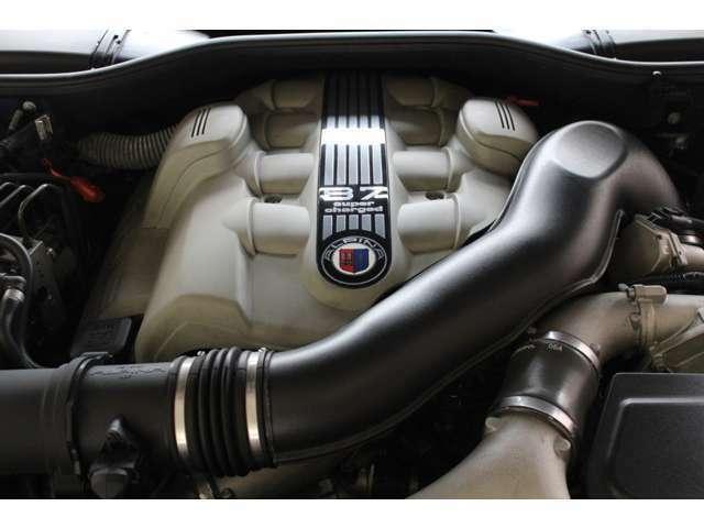 エンジンはアルピナ製V8-4.4Lスーパーチャージ500PS(カタログ値)です。お問い合わせは全国フリーダイヤル0066-9711-094846までお気軽にお問い合わせくださいませ。