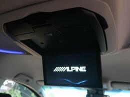 ★【アルパイン製フリップダウンモニター】も装備されております♪お子様など、ロングドライブでも退屈せず楽しくお過ごしいただけます。ミニバンでは人気No.1装備♪