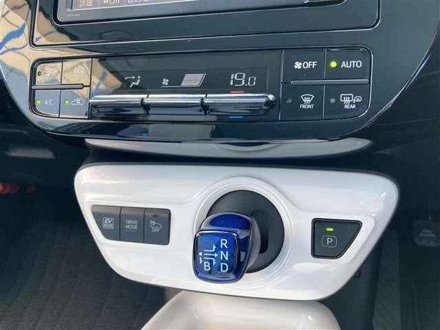 【オートエアコン】温度を設定すれば自動で風量の調節をしてくれます。