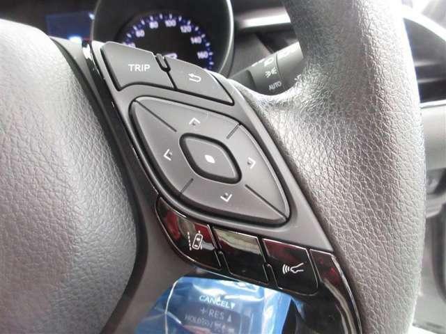 プリクラッシュの感度切り替えや、各種情報の表示ができる、マルチインフォメーションディスプレイの操作スイッチです。