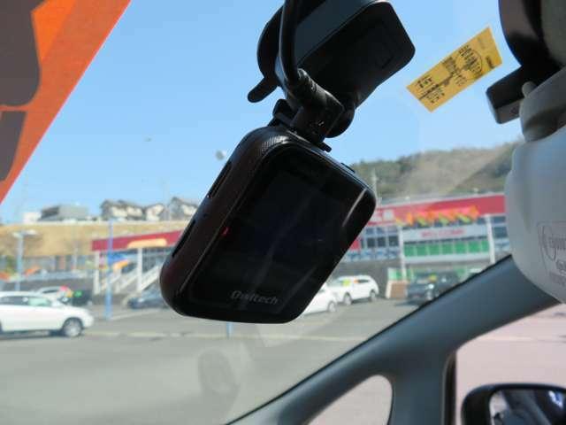 ドライブレコーダーが装備されてます。事故などのもしもの時の証拠の保全にも役立つし、あっと驚く決定的瞬間を捉えることも出来ますね。